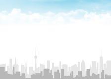 Skyline e céu azul com nuvens Fotos de Stock Royalty Free
