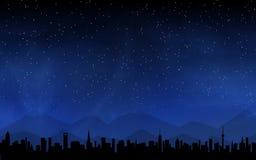 Skyline e céu noturno profundo imagens de stock royalty free