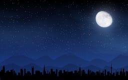 Skyline e céu noturno profundo Fotografia de Stock Royalty Free