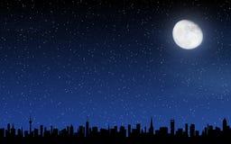 Skyline e céu noturno profundo Imagem de Stock