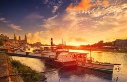 Skyline e Elbe River de Dresden em Saxony Alemanha Foto de Stock Royalty Free