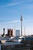 Skyline e Fernsehturm de Berlim Foto de Stock Royalty Free