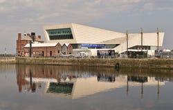 Skyline e o museu de Liverpool imagens de stock
