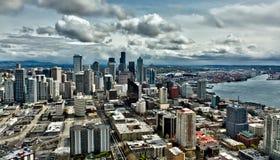 Skyline e porta de Seattle em um dia nebuloso Foto de Stock Royalty Free