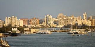 Skyline e porto de San Juan Foto de Stock Royalty Free