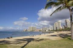 Skyline e praia de Waikiki Fotografia de Stock Royalty Free