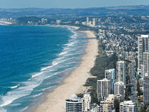 Skyline e praia dos surfistas paraíso, Gold Coast Imagens de Stock