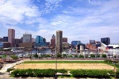 Skyline e praia internas do porto de Baltimore Maryland fotografia de stock