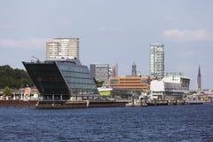Skyline e zona das docas em Hamburgo, Alemanha Imagem de Stock