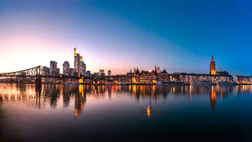 Skyline, Eiserner Steg, Francoforte - am - cano principal Imagens de Stock