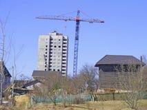 Skyline: Elendsviertel Dump, schmutzig und Bau des Neubaus Stockbild