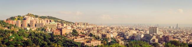 Skyline ensolarada de Barcelona imagens de stock royalty free
