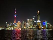 Skyline escura de Shangai imagens de stock
