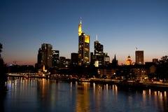 Skyline Francoforte - am - cano principal - imagem conservada em estoque Fotos de Stock