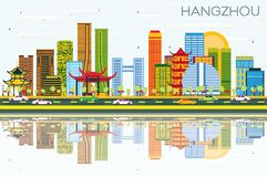 Skyline Hangzhous China mit Farbgebäuden, blauem Himmel und Reflec lizenzfreie abbildung