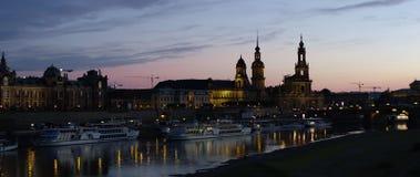 Skyline iluminada de Dresden na luz da noite Foto de Stock Royalty Free