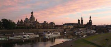 Skyline iluminada de Dresden na luz da noite Imagem de Stock