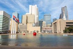 Skyline in im Stadtzentrum gelegenem Dallas, TX stockfoto