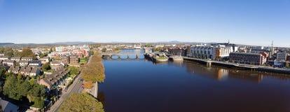 Skyline ireland da cidade da quintilha jocosa cityscap urbano da quintilha jocosa bonita fotografia de stock