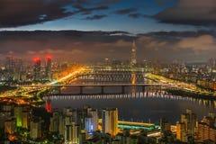 Skyline Lotte World Shopping Center da manhã na noite Em Han River em Coreia do Sul fotografia de stock