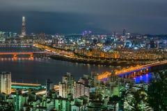 Skyline Lotte World Shopping Center da manhã na noite Em Han River em Coreia do Sul imagem de stock