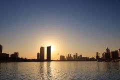 Skyline Manama 2 do por do sol de Barém Imagens de Stock