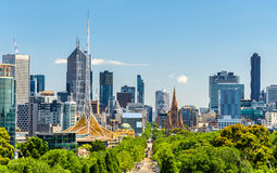 Skyline of Melbourne from Kings Domain parklands - Australia Royalty Free Stock Photos