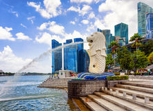 Skyline and Merlion statue at Merlion Park of Singapore Stock Photography