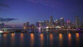 Skyline Miamis, Florida an der Dämmerung stock video