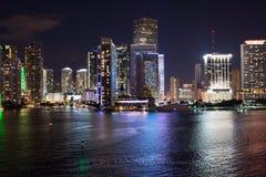Skyline Miamis, Florida, USA auf Biscayne-Bucht Lizenzfreie Stockfotografie