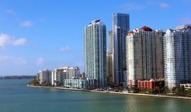 Skyline Miamis im Stadtzentrum gelegene Brickell-Gebäude in der Miami-Flussufergegend Lizenzfreie Stockbilder