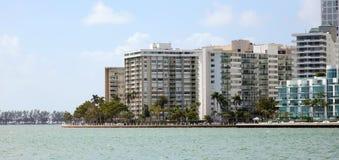 Skyline Miamis im Stadtzentrum gelegene Brickell-Gebäude in der Miami-Flussufergegend Stockfotografie