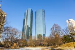 Skyline mit den 155 Meter hohen Twin Towern Deutsche Bank I und Lizenzfreies Stockbild