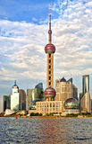 Skyline moderna de Pudong em Shanghai no por do sol fotos de stock royalty free