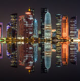 Skyline na noite, Catar de Doha, Médio Oriente Imagem de Stock
