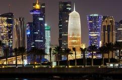 Skyline na noite, Catar de Doha, Médio Oriente Fotografia de Stock