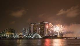 Skyline na noite em Marina Bay, Singapura Imagem de Stock Royalty Free