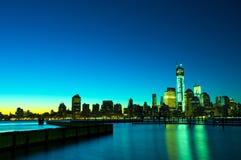 Skyline na noite, EUA de New York fotos de stock