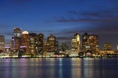 Skyline na noite, Massachusetts de Boston, EUA Imagens de Stock