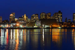 Skyline na noite, Massachusetts de Boston, EUA Foto de Stock