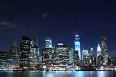 Skyline na noite, New York City de Manhattan Foto de Stock Royalty Free