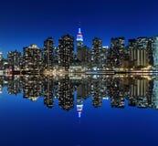 Skyline na noite, New York City de Manhattan Imagens de Stock Royalty Free