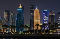 Skyline na noite, Qatar de Doha Fotografia de Stock
