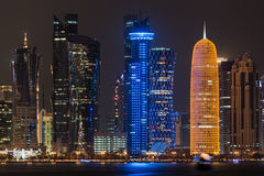 Skyline na noite, Qatar de Doha Foto de Stock Royalty Free