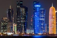Skyline na noite, Qatar de Doha Fotos de Stock Royalty Free