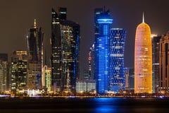 Skyline na noite, Qatar de Doha Imagens de Stock Royalty Free