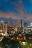 Skyline na noite, Tailândia de Banguecoque da arquitetura da cidade Banguecoque é metrópole e favorito dos turistas foto de stock