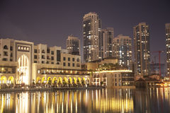 Skyline na noite, UAE de Dubai Fotos de Stock Royalty Free