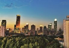 Skyline nach Sonnenuntergang Lizenzfreie Stockbilder