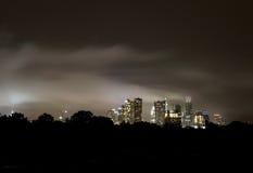 Skyline nebulosa de Austin Texas da noite, em junho de 2015 Fotos de Stock Royalty Free